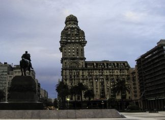 montevideu-plaza-independencia-uruguay