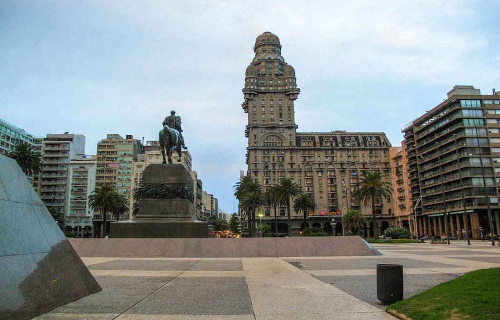 plaza-independencia-montevideo-uruguay