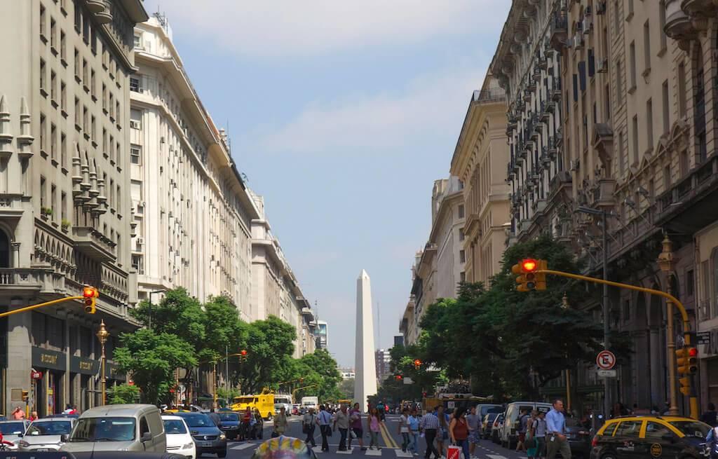 obelisco-centro-de-buenos-aires-argentina