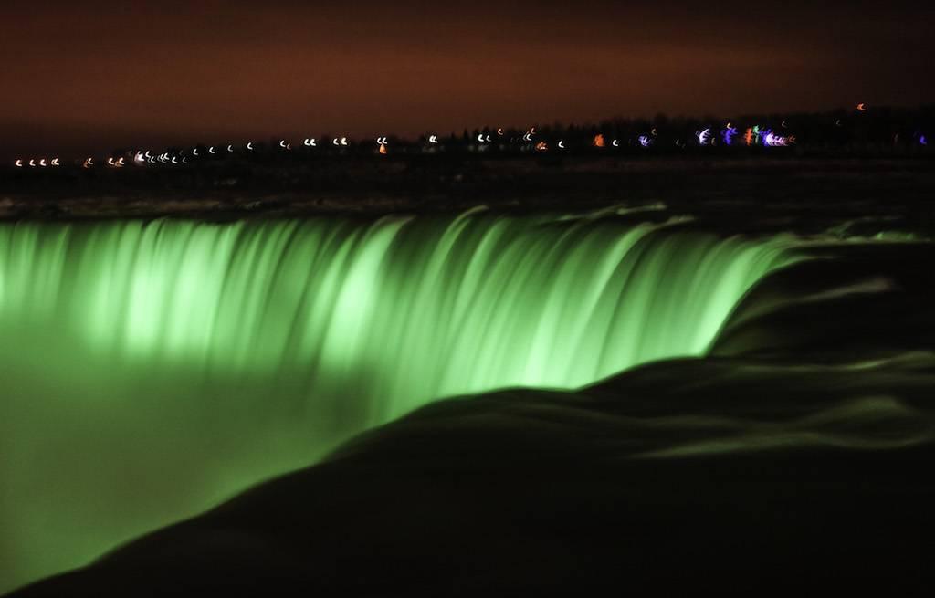 niagara-falls-a-noite