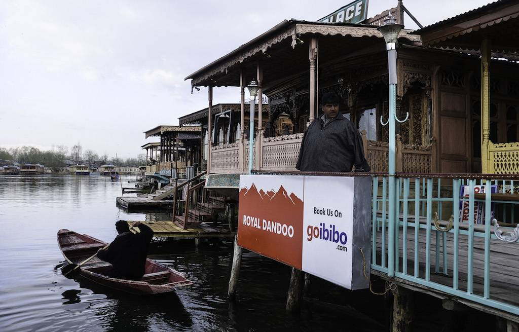 houseboat-dandoo-srinagar-dal-lake