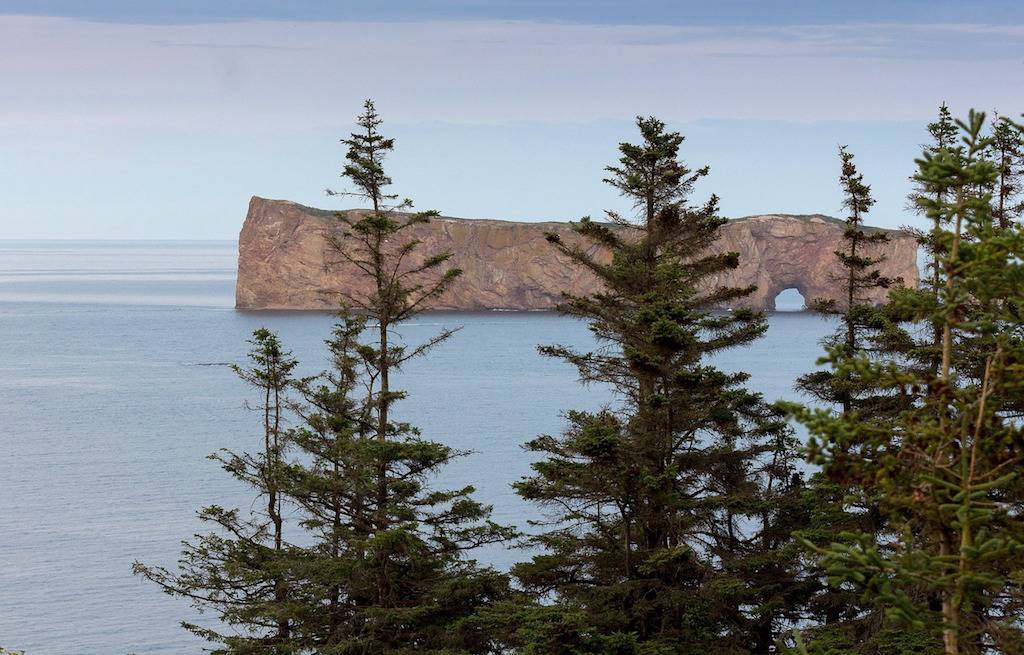 roche-perce-rock-peninsula-gaspesie-canada