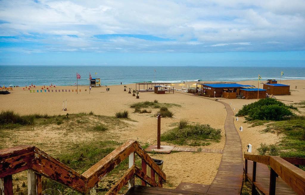 playa-bikini-punta-del-este-uruguai