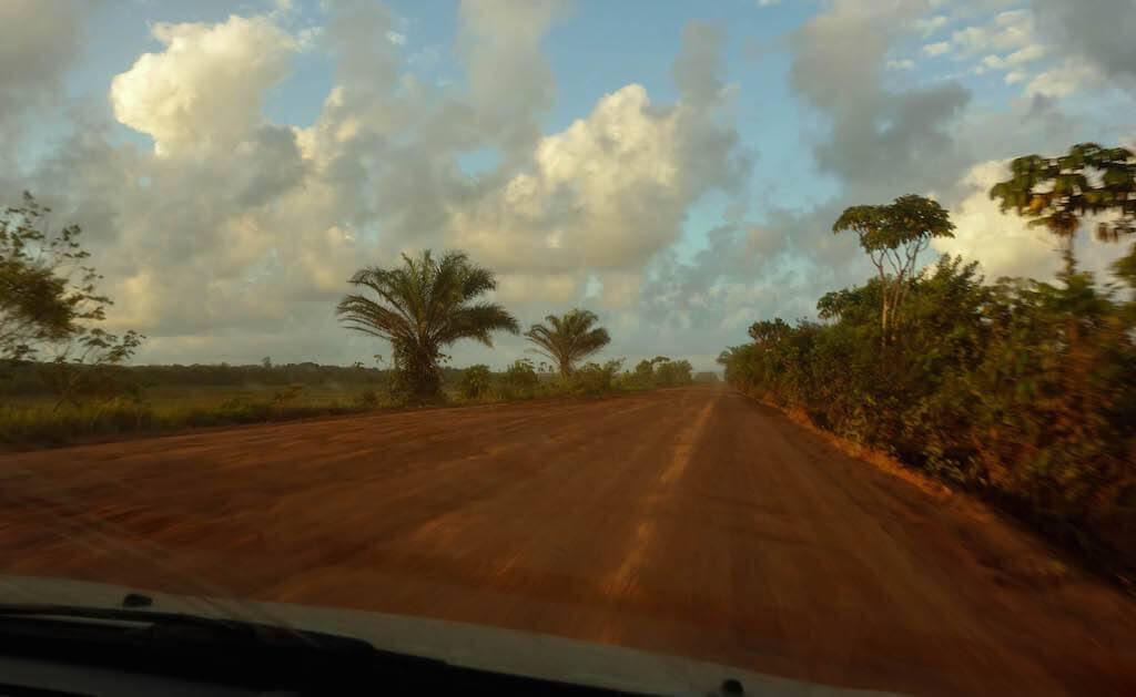 estrada-para-a-peninsula-do-marau-bahia