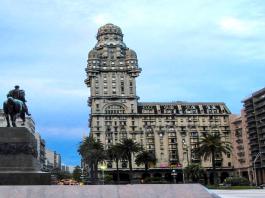 montevideu-plaza-independencia-uruguay-mochilao
