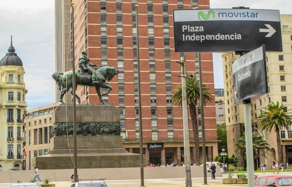 plaza-independencia-montevideu-uruguai