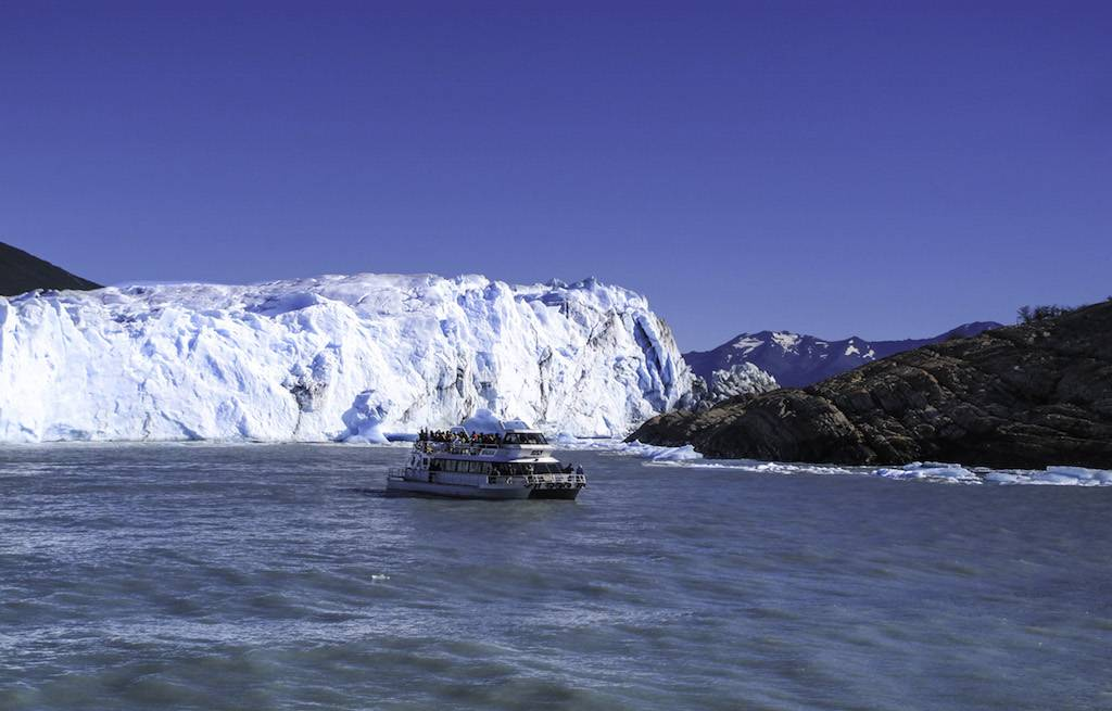 lago-argentino-barco-perito-moreno