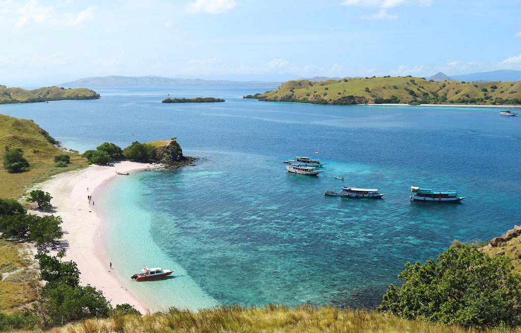 komodo-parque-nacional-pink-beach-praia-areia rosa-indonesia